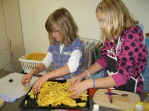 Kochen mit Kindern an der Grundschule in Lauenau